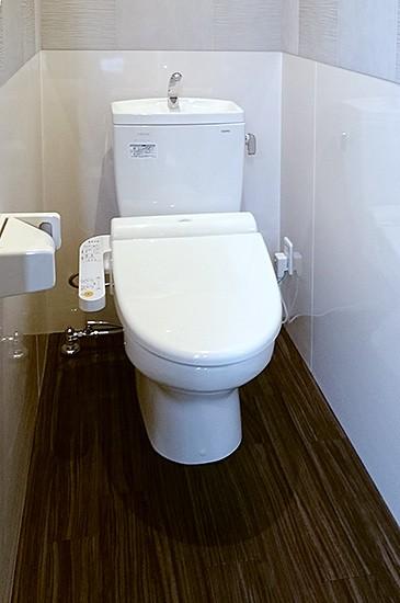 エコカラット&キッチンパネルでトイレをリフォーム」