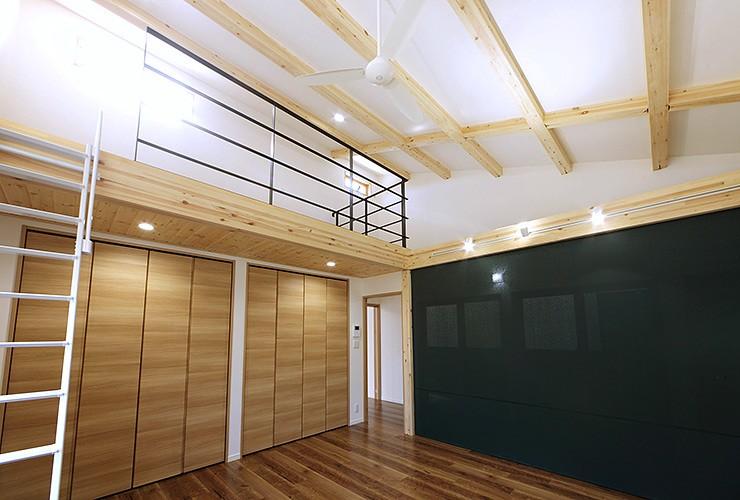 現し梁の事務所併用住宅