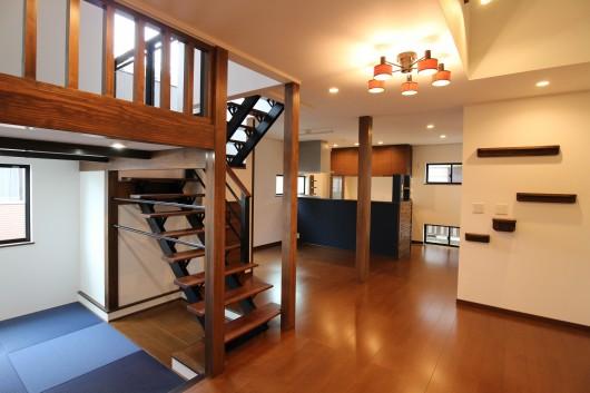 オープン階段&ステップフロアのある二世帯住宅